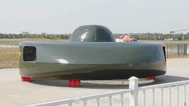 Çin hərbi uçan boşqab nümayiş etdirdi - FOTO