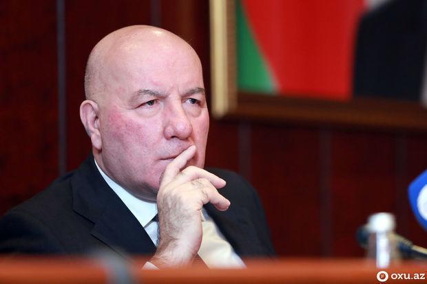 Elman Rüstəmov istefa xəbərindən danışdı