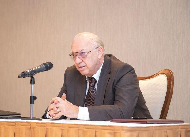 AZAL prezidenti Cahangir Əsgərov uçuş heyətinin yığıncağını həyata keçirdi - FOTO