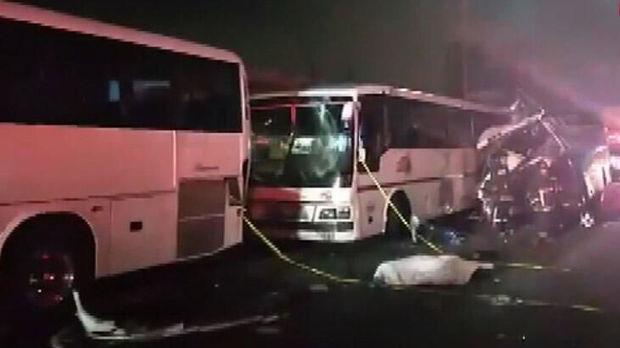 Zəncirvari qəza törədən avtobus sürücüləri hadisə yerindən qaçdı: Ölənlər var - VİDEO