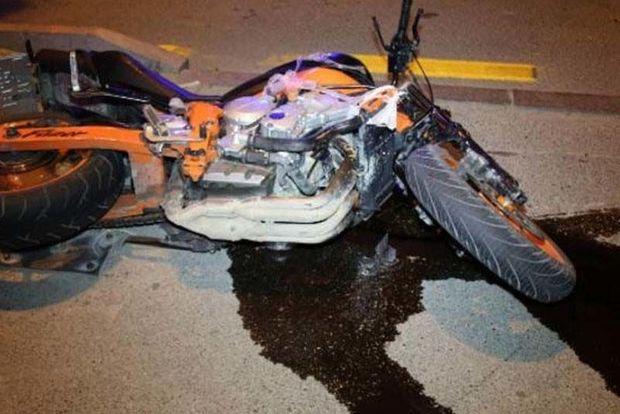 Motosikletlə avtomobil toqquşdu: yaralı var