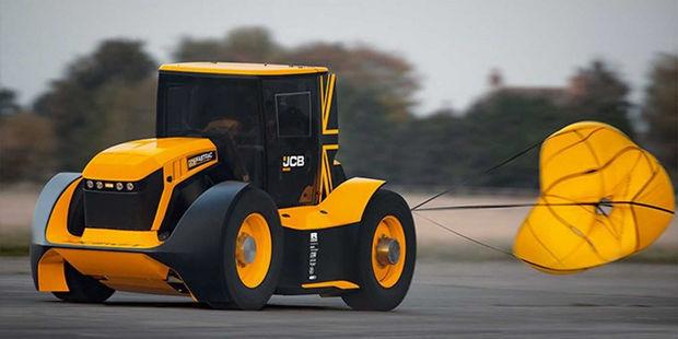 Traktor yüksək sürət yığaraq Ginnesin rekordlar kitabına düşdü – VİDEO