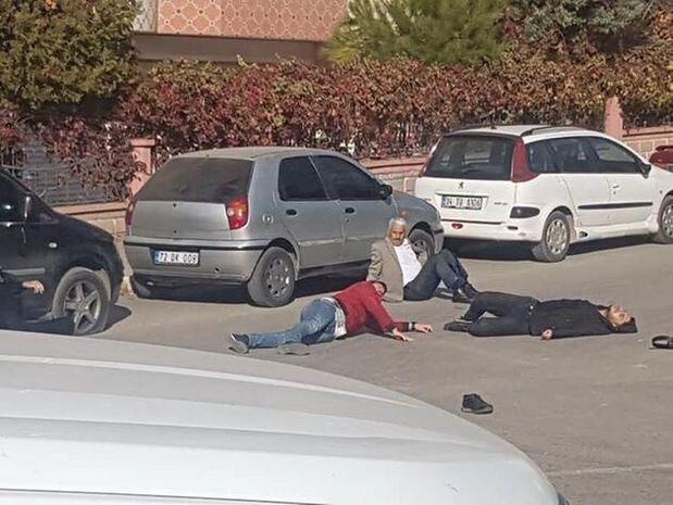 Qohumların torpaq davası qanlı bitdi: Dörd nəfər güllələndi - FOTO