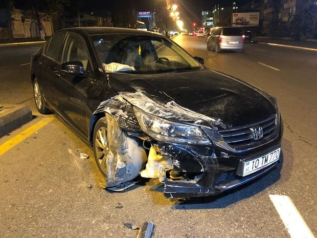 Arxadan gələn maşına yol vermədi: qəzada ana və azyaşlı uşaq yaralandı - FOTO