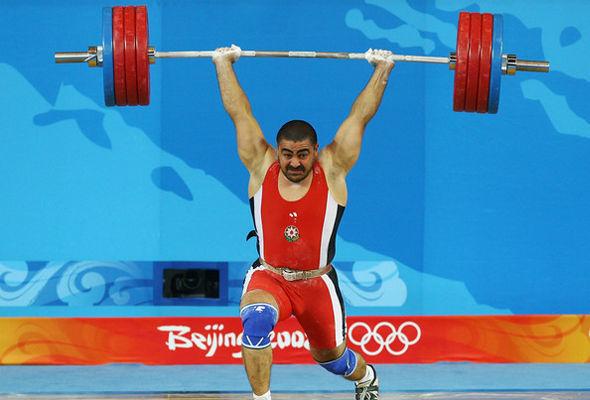 Nizami Paşayev 38 yaşında üçqat dünya çempionu oldu