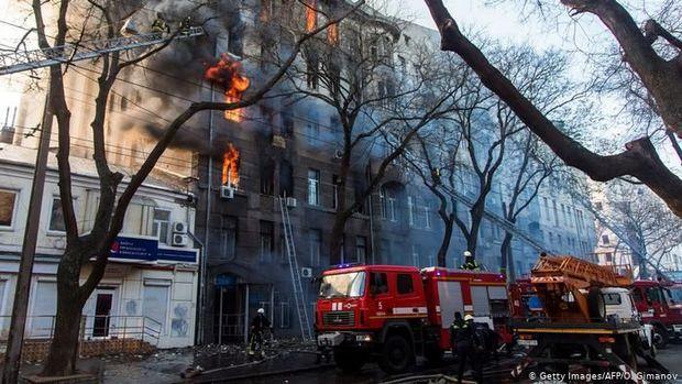Ukraynada kollecdə baş verən yanğın nəticəsində ölənlərin sayı artmaqdadır