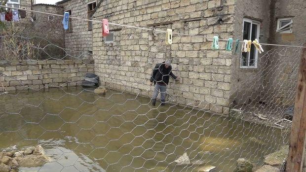 Aramsız yağışın fəsadları: Sabunçuda həyətlər, yollar su altında qalıb - VİDEO