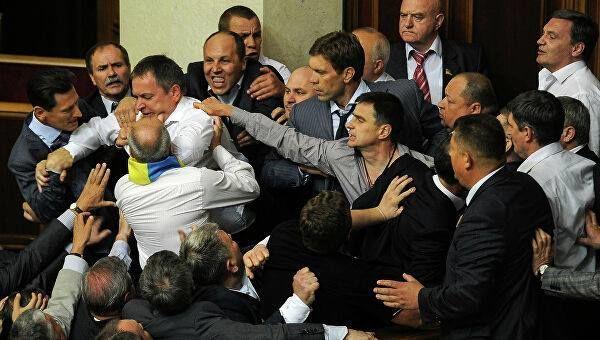 Ukraynada deputatlar yumruq davasına çıxdılar - VİDEO