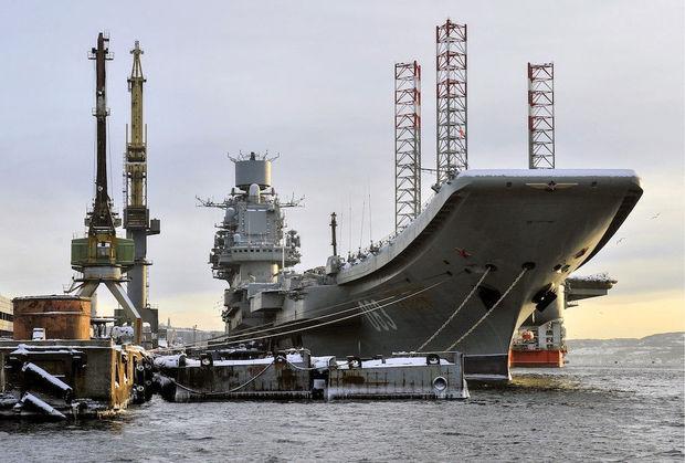 Rusiyanın yeganə aviadaşıyan gəmisində yanğın baş verdi: 1 nəfər ölüb, 12-si yaralanıb - VİDEO