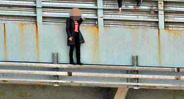 Fərasətli sürücü qadının intiharının qarşısını belə aldı – FOTO