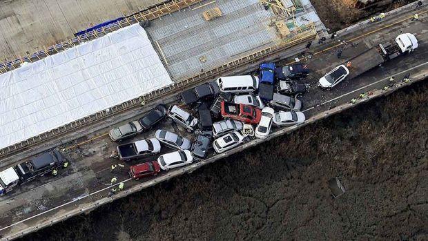 Bir qəzada 69 avtomobil zədələndi: 50 nəfər yaralandı - VİDEO