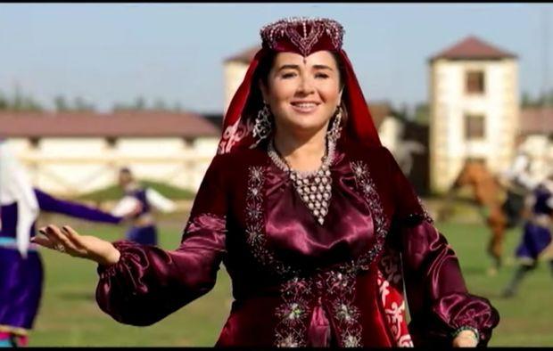 Elnarə Qarabağ atları haqqında mahnı oxudu - VİDEO
