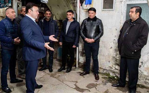 Elnur Allahverdiyev imzatoplama kampaniyasından yazdı - FOTO