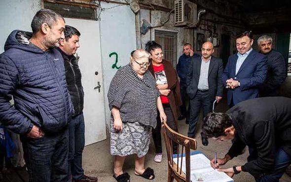 Elnur Allahverdiyev imzatoplama kampaniyasından yazdı - FOTO_1