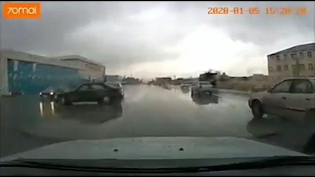 Yağışlı havada Bakıda baş verən qəza kameraya düşdü - ANBAAN VİDEO