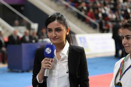 Azərbaycanda ilk dəfə: Qadın şərhçi futbol matçını apardı