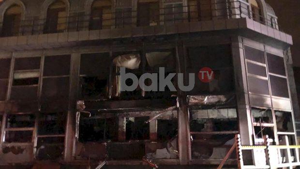 Bakıda güclü yanğın: 11 briqada cəlb edildi - FOTO