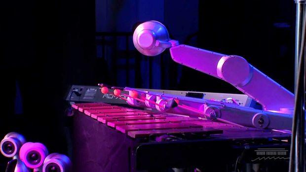 Tarixdə ilk dəfə robot musiqi turuna çıxaraq konsert təşkil edəcək - VİDEO