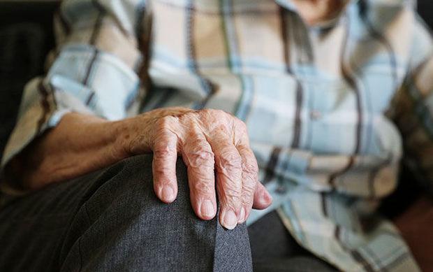 Bakıda qonşu qadın yaşlı kişinin evini adına keçirdi
